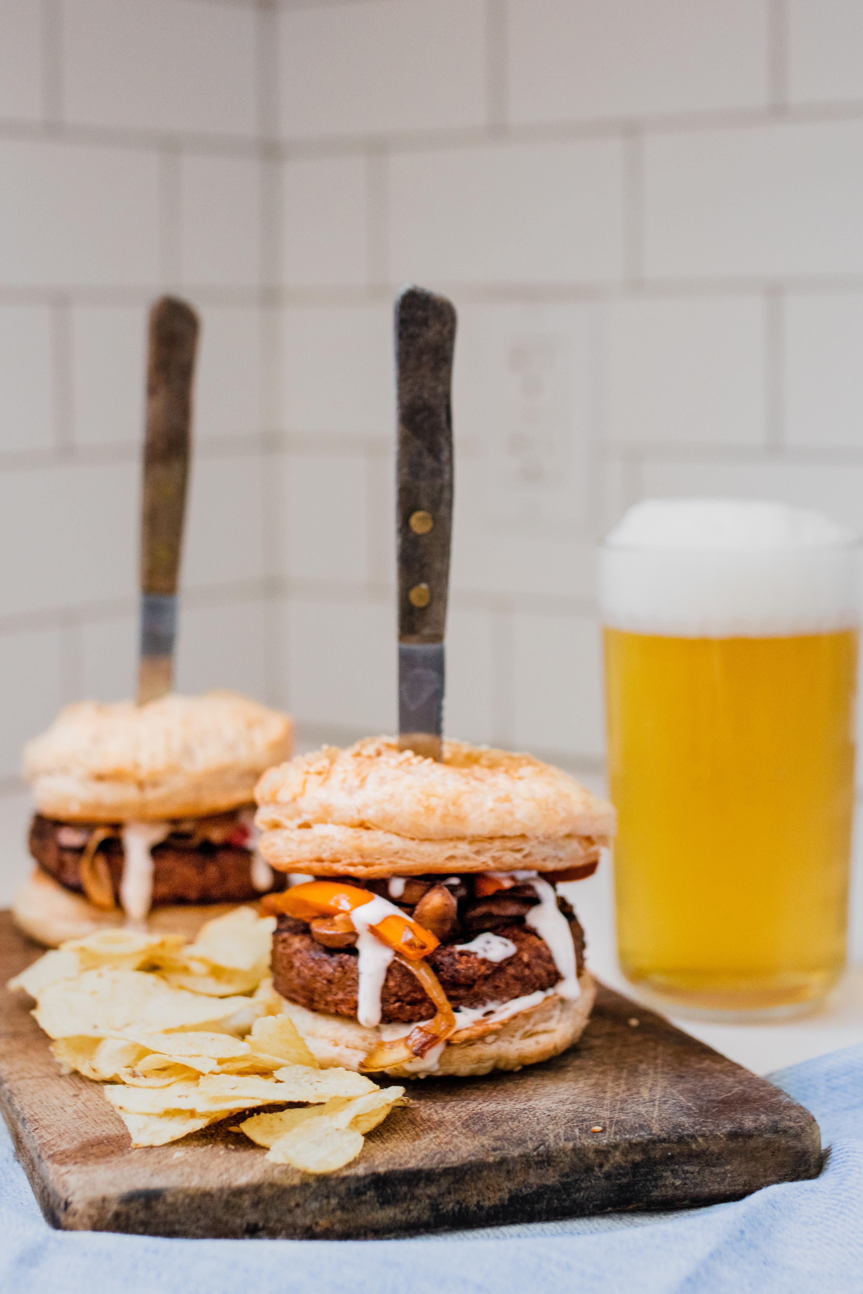 buffalo mac n' cheese burger with pint of beer