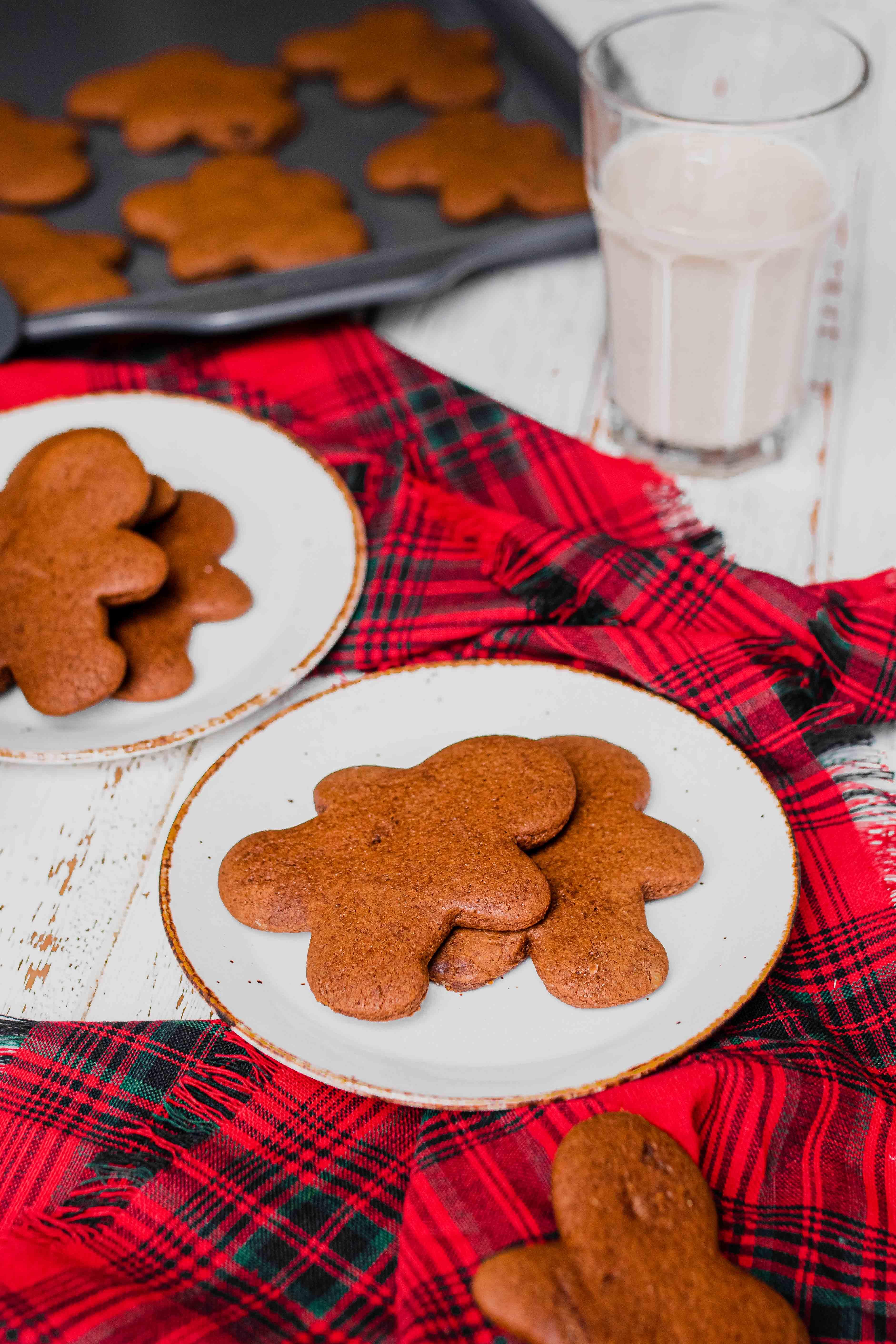 gingerbread people cookies with milk