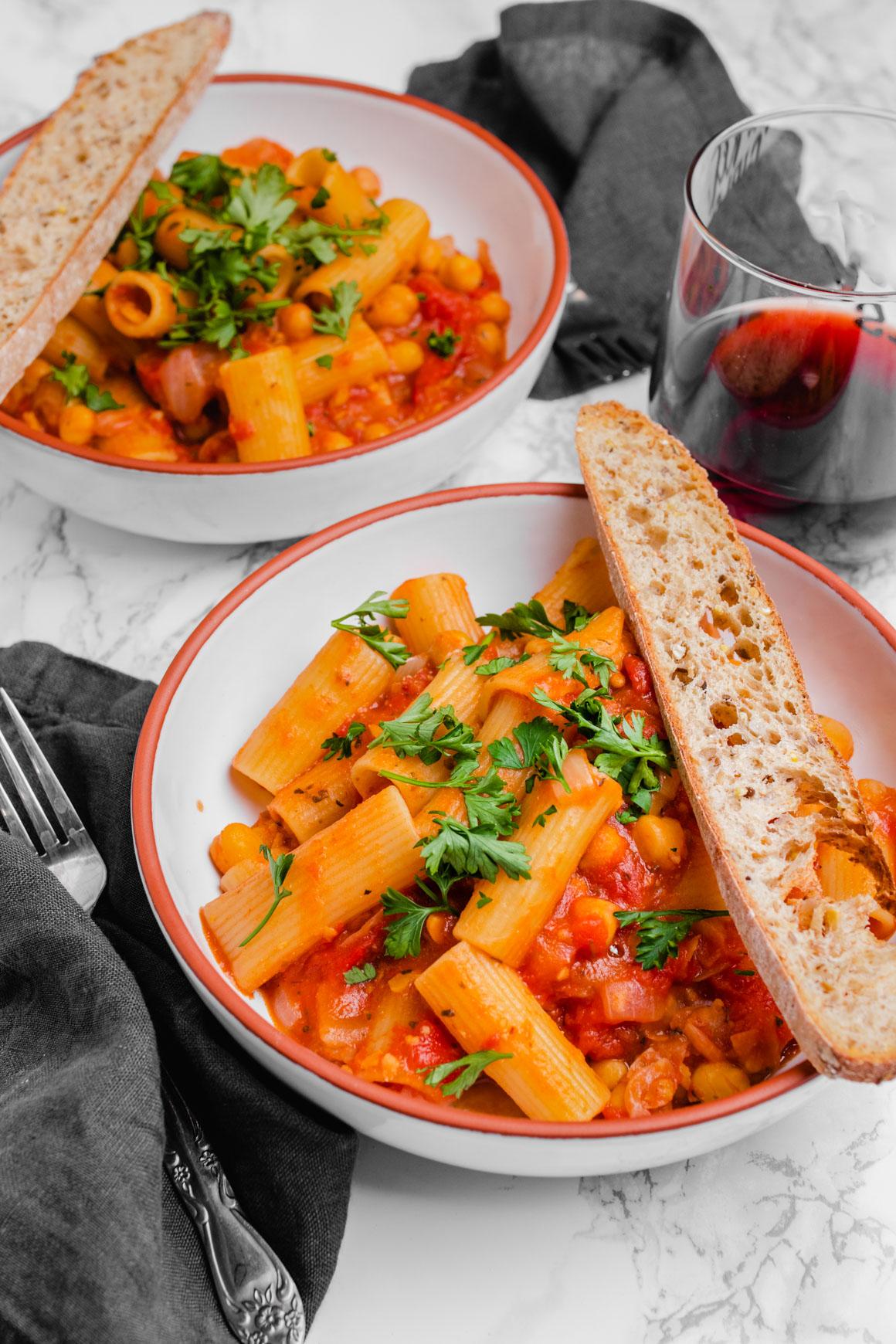 creamy one pot chickpea tomato pasta