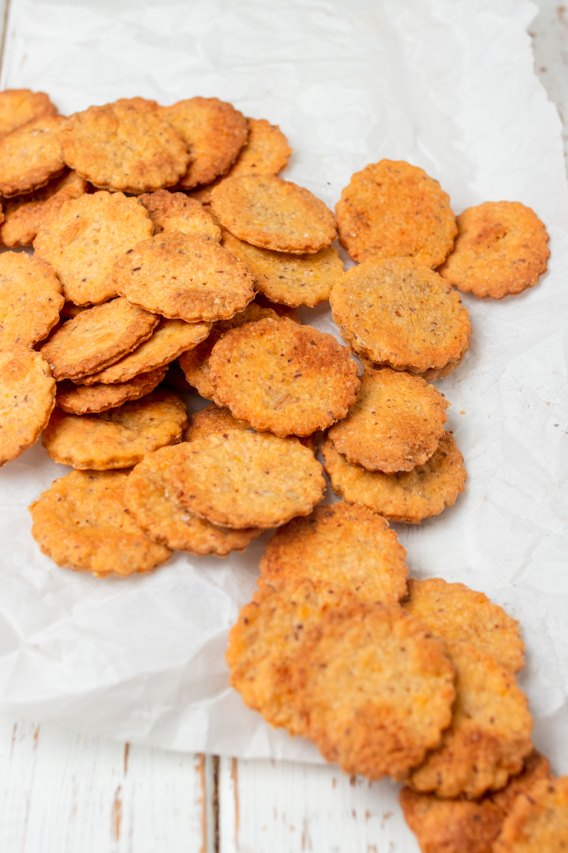 how to make vegan oat cheddar crackers
